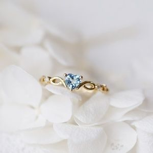 Jewelry - Ring. Heart Shaped Sapphire.